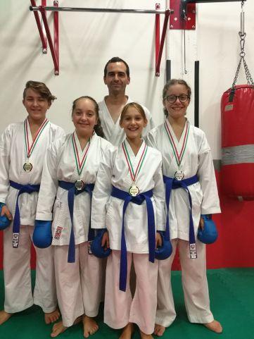 Parlani e allievi karate
